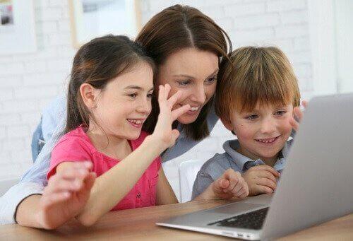 Se seu filho quer estudar em outra cidade, é preciso ser amigável com o uso da tecnologia.