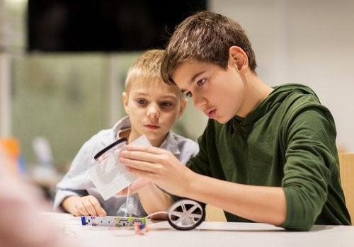 O que influencia a relação entre os irmãos na adolescência