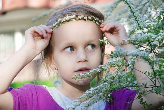 As tiaras de flores para meninas vão bem em qualquer tipo de evento