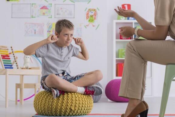 O lado bom e o ruim de recompensar as crianças por tirar boas notas.