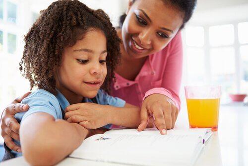 Mostre interesse por aquilo que o seu filho estiver estudando