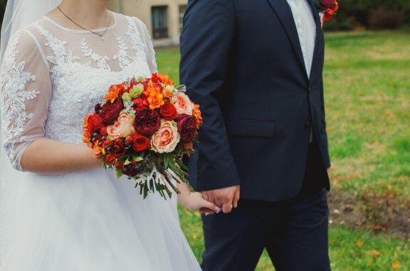 Por que as noivas se vestem de branco no dia do casamento?