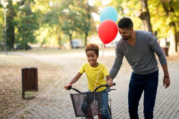 Recompensar as crianças por tirar boas notas: vantagens e desvantagens