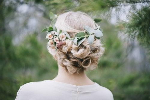 Arranjo de flores em forma de coroa ou meia-coroa