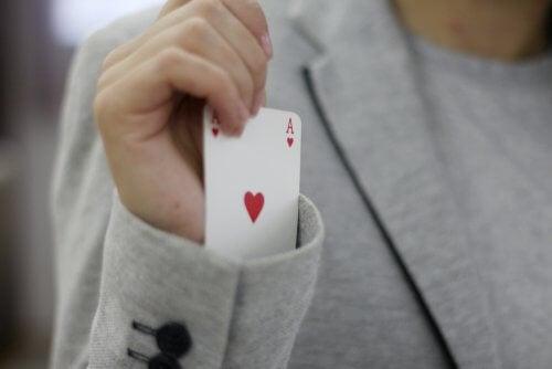 Truque de mágica com cartas