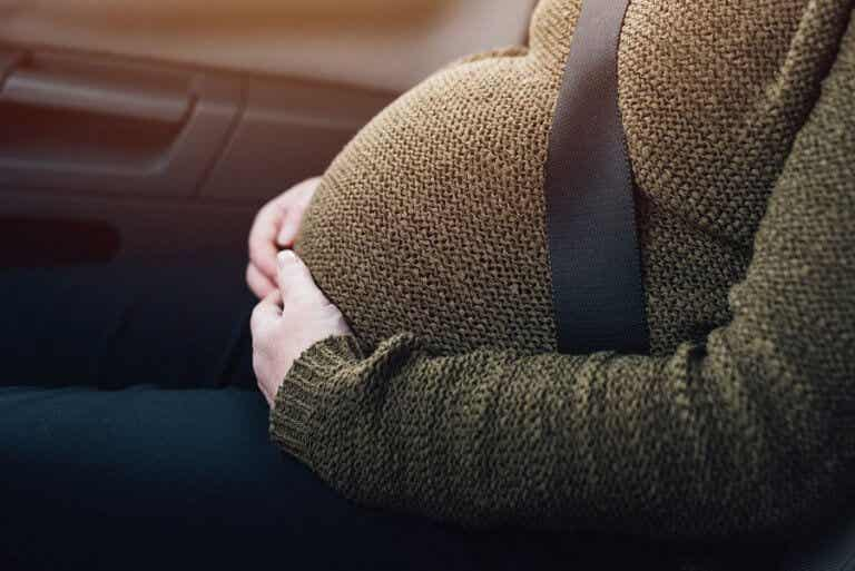 É bom usar o cinto de segurança durante a gravidez?