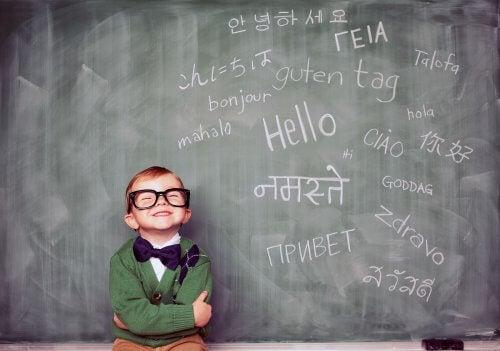 criança com educação bilíngue