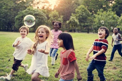 Benefícios da amizade na infância a longo prazo