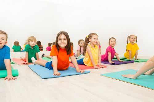 Cinco posturas de yoga para crianças