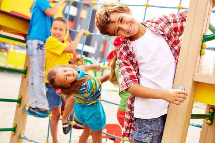 A escalada para crianças tornou-se um marco em parques de diversões.