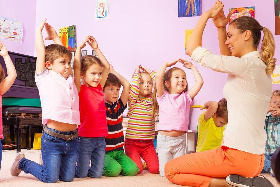 A importância de usar a linguagem não verbal com as crianças