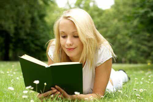 O que devo fazer para meu filho adolescente ler?