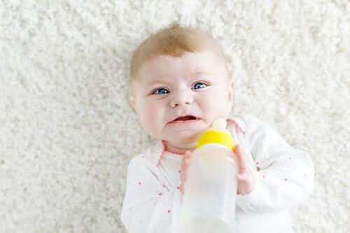 O que fazer se meu bebê não quiser tomar mamadeira?