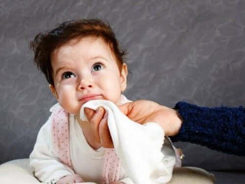vômito em bebês
