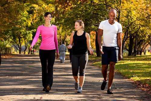 Um passeio ajuda a menstruação a doer menos.