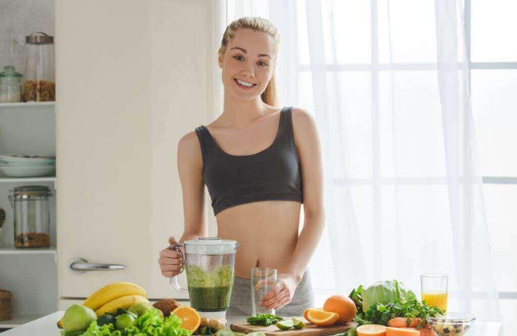 Realizar várias refeições leves ajuda fazer a menstruação doer menos.
