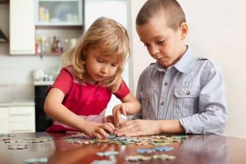 6 jogos para brincar em casa e exercitar a mente das crianças