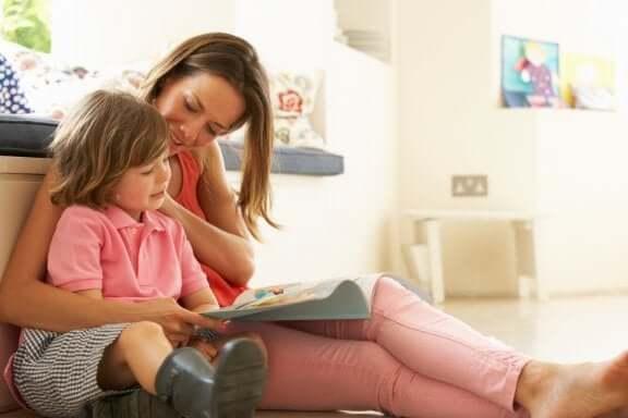 Ensinar as crianças a ler pode ser feito com diferentes métodos
