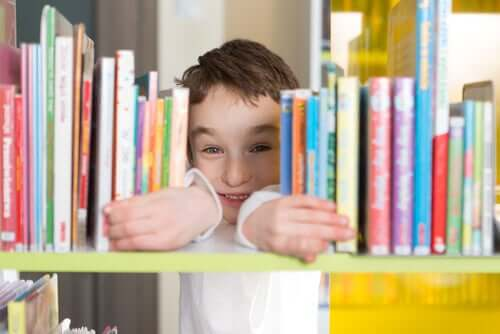 A biblioteca ajuda as crianças a aprender regras de convivência