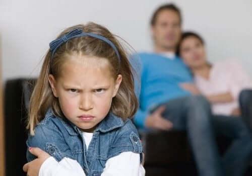 Exemplo de crianças que se comportam pior com seus pais.
