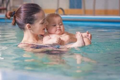 Benefícios da matronatação para bebês