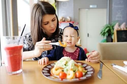Chaves psicológicas para ajudar as crianças a comer bem