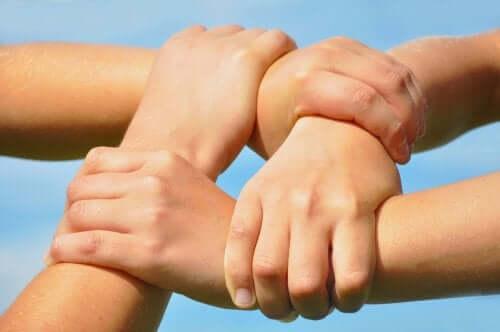 Benefícios dos jogos cooperativos para as crianças
