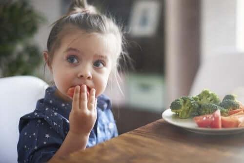 Dicas psicológicas para ajudar as crianças a comer bem