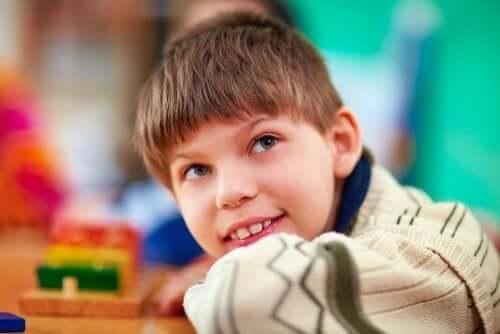 Crianças com necessidades especiais na sala de aula