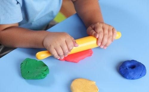 5 atividades para explorar o estímulo tátil nas crianças