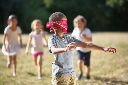 algumas atividades para explorar o estímulo tátil nas crianças