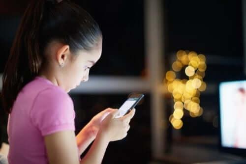 As crianças e o acesso à internet: como lidar com o assunto?