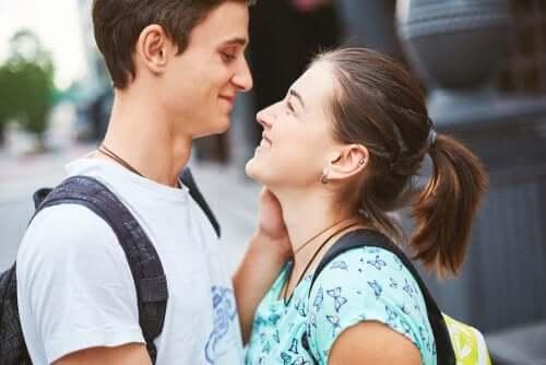 O problema do amor romântico nos casais adolescentes