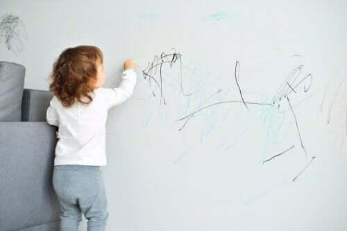 A sobrecorreção para modificar os comportamentos das crianças