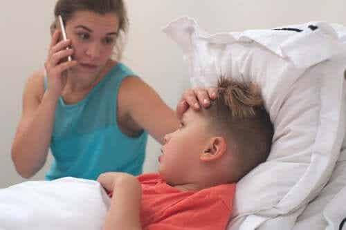 Como detectar naturalmente se o meu filho está com febre?
