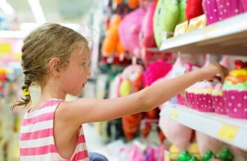 Chaves para evitar o consumismo compulsivo em crianças
