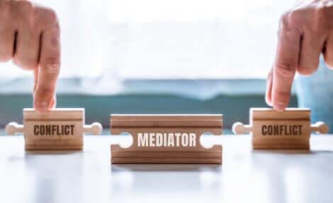 A gestão de conflitos por meio da mediação: duas partes do conflito e o mediador