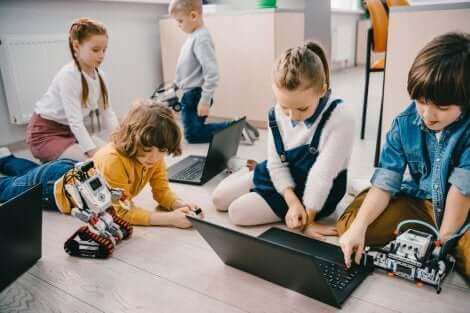 Ambientes Pessoais de Aprendizagem: crianças aprendendo juntas brincando
