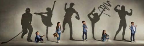 Eventos culturais: crianças participando de uma exposição