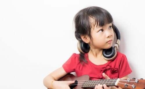 Benefícios de tocar um instrumento durante a infância