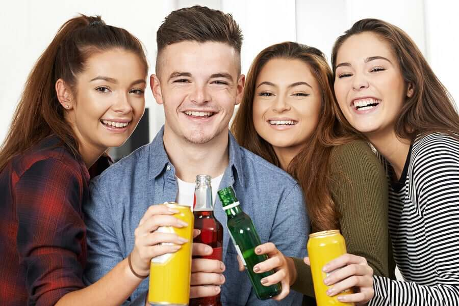 Sinais de que o seu filho adolescente está consumindo álcool