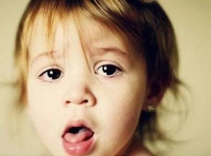 Criança com tosse durante a quarentena
