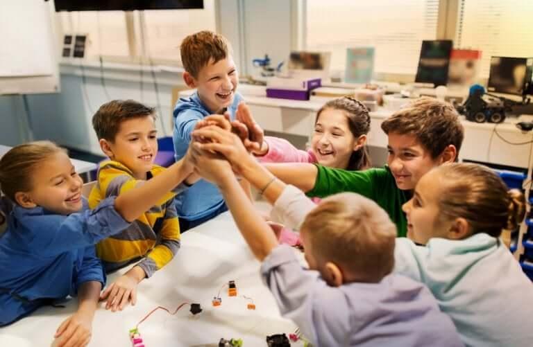 Ambientes Pessoais de Aprendizagem: crianças aprendendo juntas