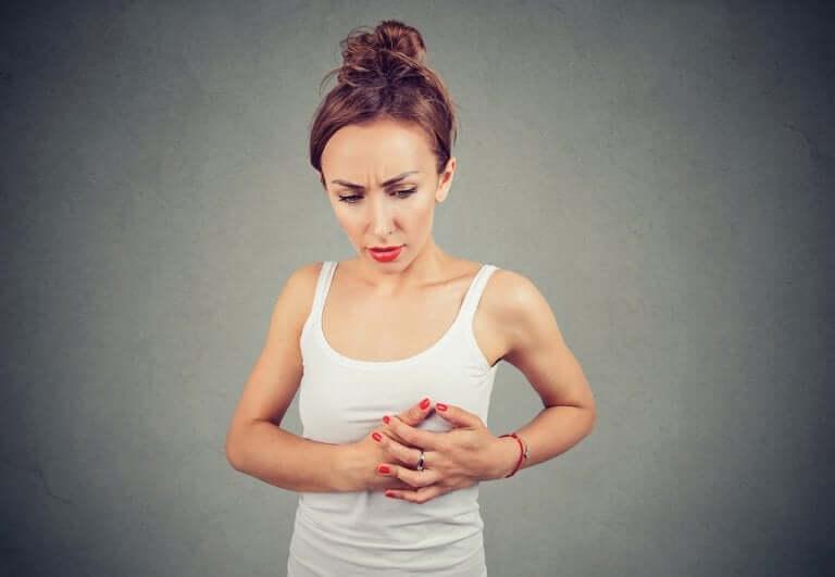 Por que sinto dor nos seios durante a ovulação?