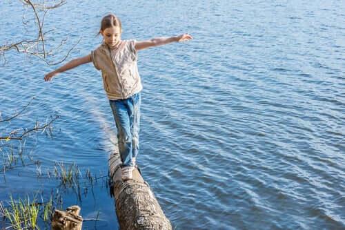 A importância do movimento no desenvolvimento das crianças: desafios ao ar livre