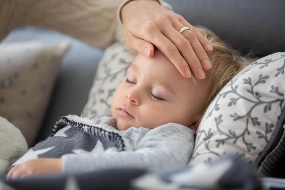 E se meu filho tiver tosse ou febre durante a quarentena?