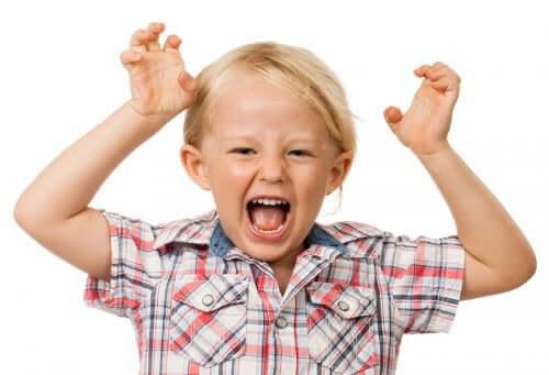 A síndrome de Tourette: criança gritando