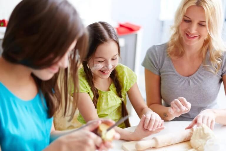 Benefícios de cozinhar com os adolescentes durante o confinamento