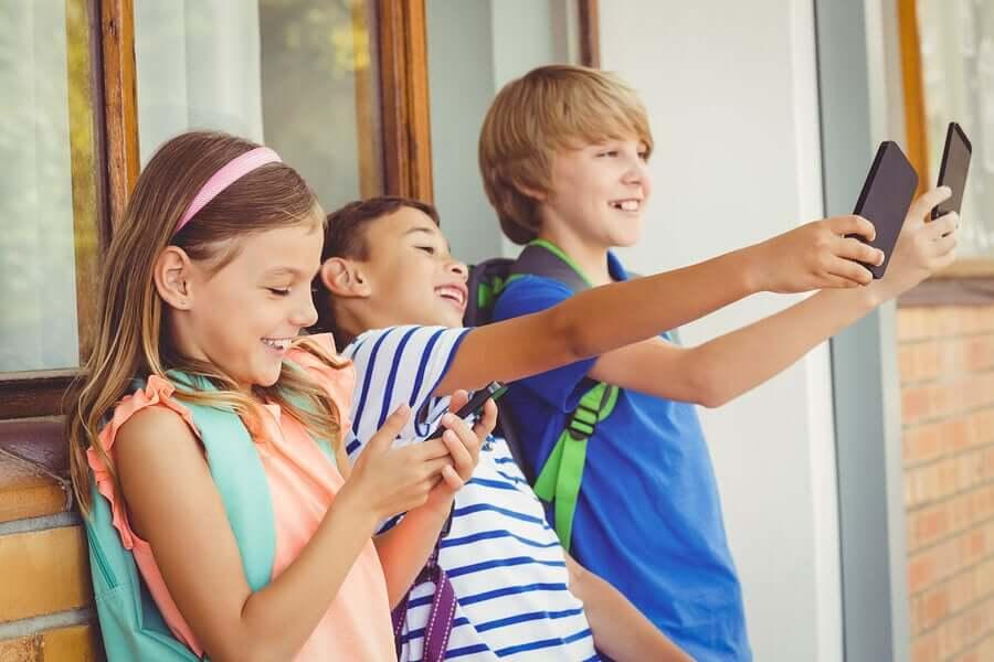 O celular deve ser usado na escola?