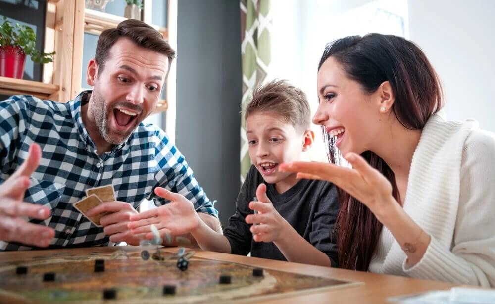 5 jogos de cartas e tabuleiro para jogar em família em tempos de COVID-19